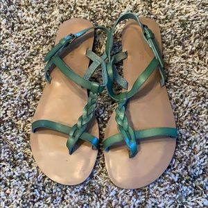 Braided strap green sandals.